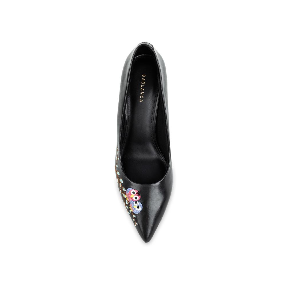 Giày cao gót mũi nhọn thêu họa tiết BN0131